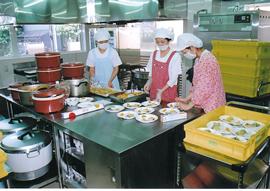 みんなのご飯を作っています